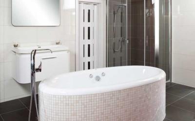 KOUPELNOVÁ PORADNA - Vana nebo sprcha?