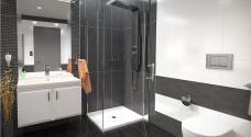 Jak na montáž sprchového koutu? Přinášíme návod krok za krokem!