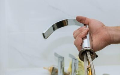 Zařizujeme koupelnu svépomocí: Jak na montáž umyvadla?